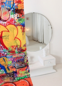 Hotel graffiti 4