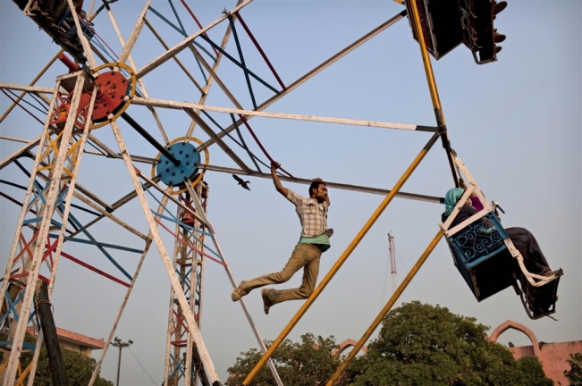 Eco-Friendly-Human-Powered-Ferris-Wheels-in-India-3