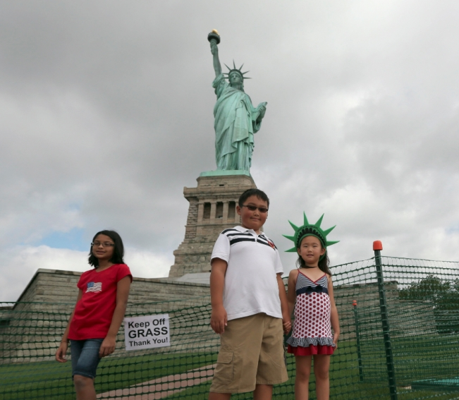 kids and statue